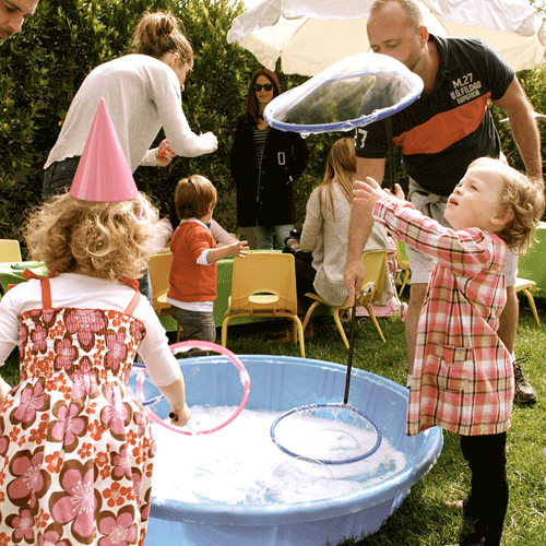 best-bubble-parties-outdoors-touching-bubbles